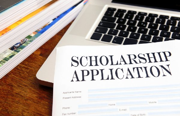3 Ways to Avoid Student Loans and Get Better Scholarships for College